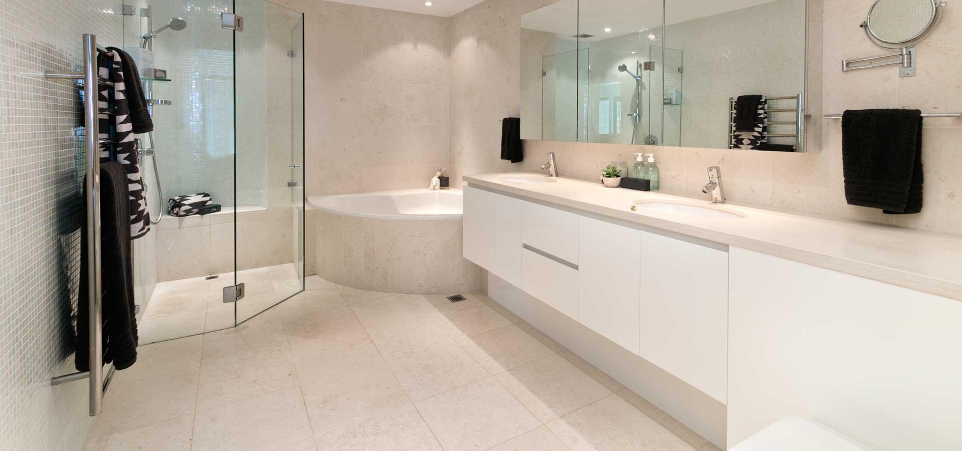 Armoire salle de bain magog sherbrooke bromont granby for Armoires cuisine sherbrooke